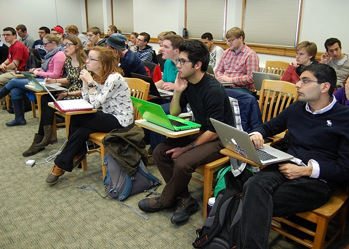 Should Laptops Be Allowed in College Classrooms