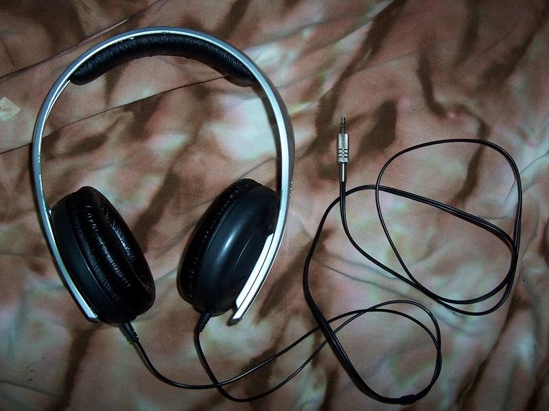 How to fix a broken earphone